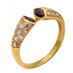 Cartier, bague en or jaune 18K sertie de rubis et diamants